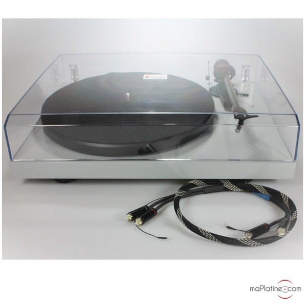 Occasion Platine vinyle PRO-JECT DEBUT CARBON Silver + Câble phono Pro-Ject Connect It RCA CC