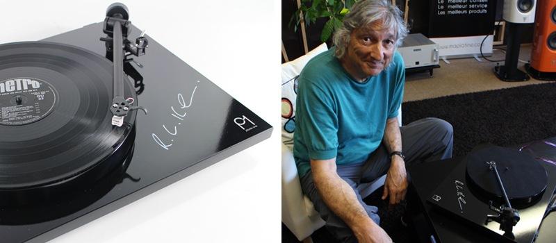 Platine vinyle Rega Planar 1 signée par Roy Gandy, fondateur de la marque