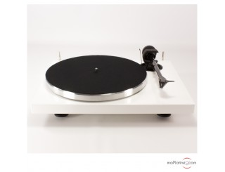 Pro-Ject 1-Xpression Carbon Classic vinyl turntable