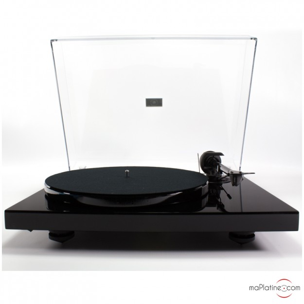 Pro-Ject 1-Xpression Carbon vinyl turntable