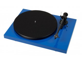 Pro-Ject Debut Carbon DC vinyl turntable