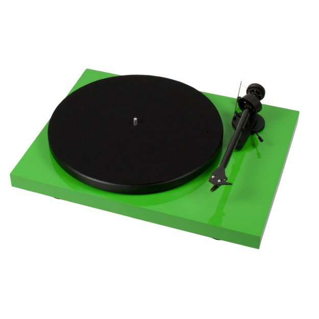 Pro-Ject Debut Carbon DC vinyl turntable