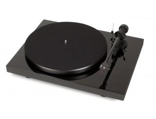 Pro-Ject Debut Carbon USB vinyl turntable