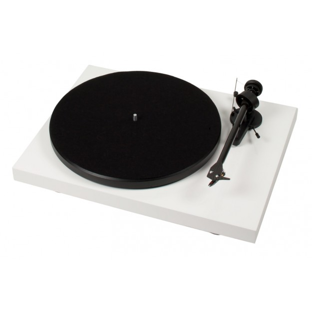 Pro-Ject Debut Carbon USB vinyl turntable