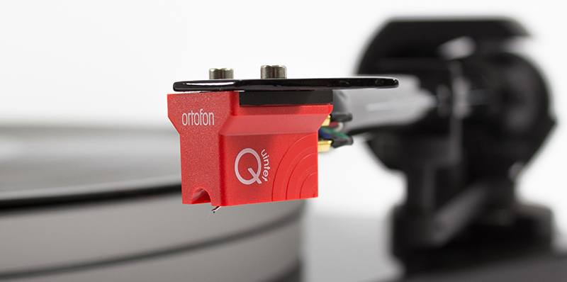 Pro-Ject RPM 5 Carbon turntable with Ortofon Quintet Red cartridge