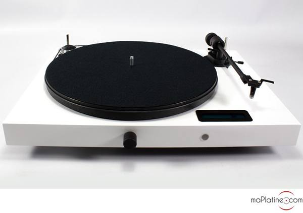Pro-Ject Juke Box E all-in-one turntable