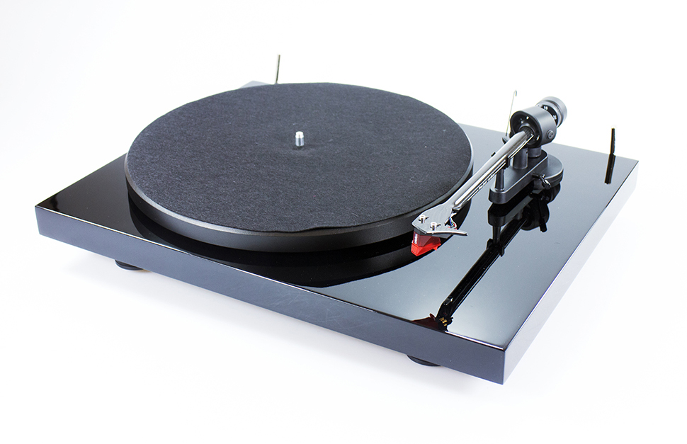Pro-Ject Debut Carbon turntable with Ortofon 2m red phono cartridge