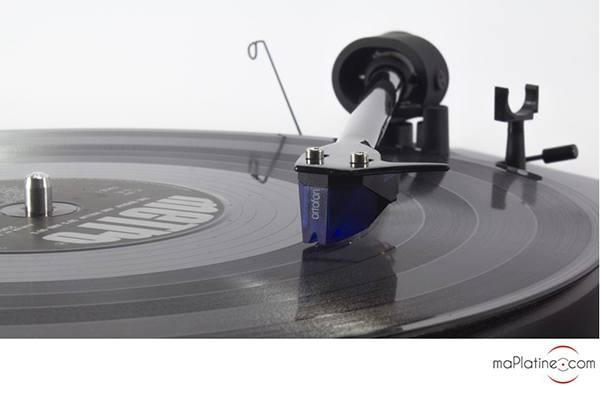 Cellule MM Ortofon 2M Blue sur platine vinyle Pro-Ject Debut Carbon