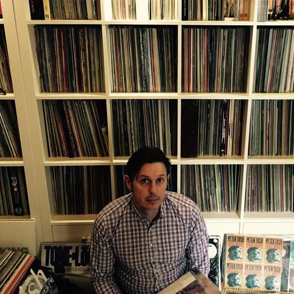 Franck et sa collection de disques vinyles