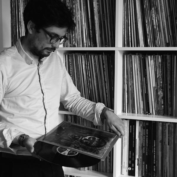 Jérôme et sa collection de disques vinyles