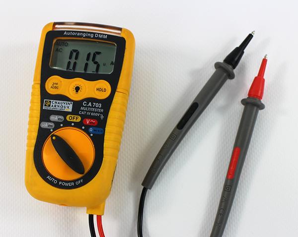 Voltmètre pour mettre en phase des appareils audio