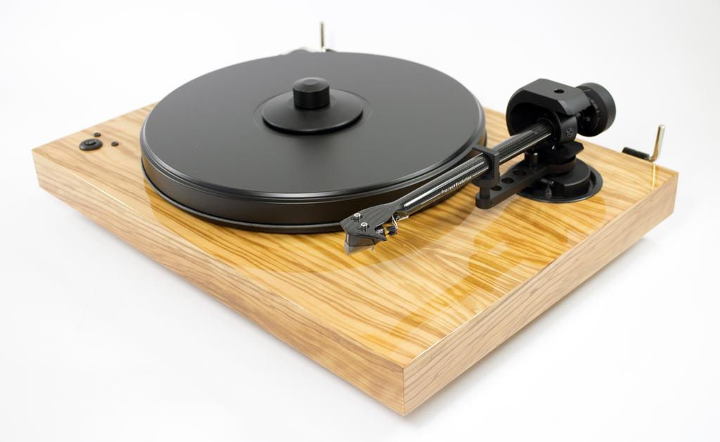 comparer des platines vinyles haut de gamme budget aux. Black Bedroom Furniture Sets. Home Design Ideas