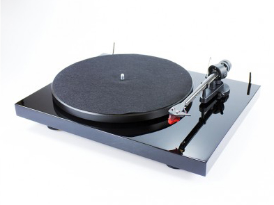 Pro-Ject Debut Carbon turntable with 2M Red cartridge